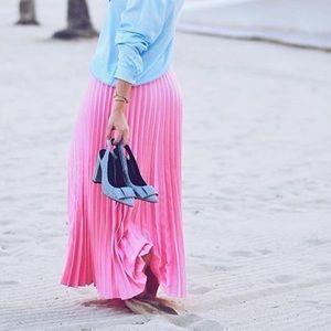 Pleated pink skirt